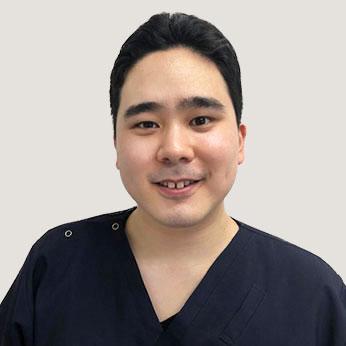 歯科医師先輩スタッフインタビュー